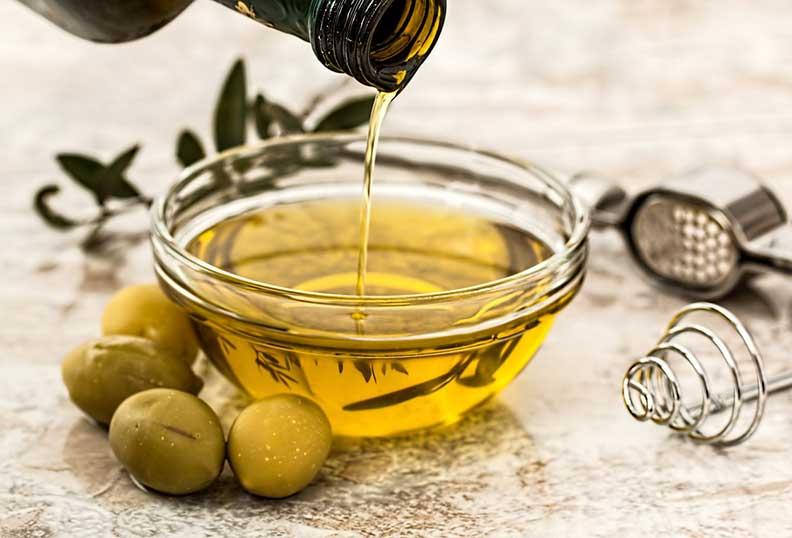 L'huile d'olive est un bon ingrédient pour la cuisine paléo