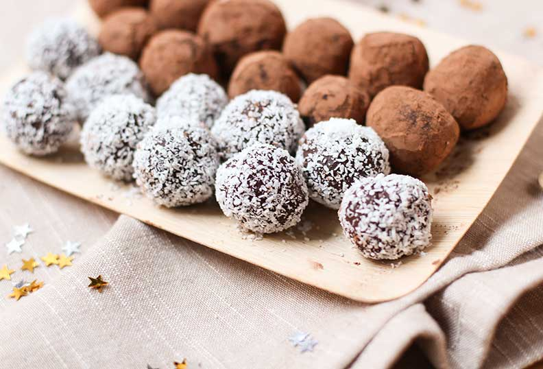 Desserts sans gluten - Truffes maison au cacao et à la noix de coco